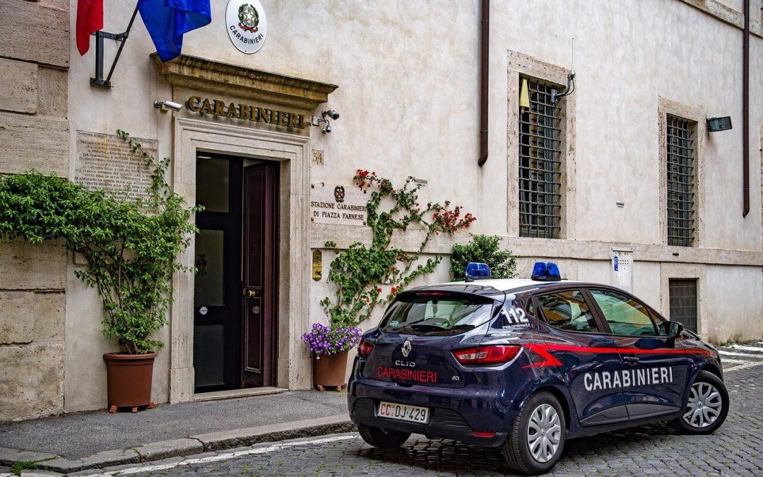 ARRESTI DOMICILIARI Carabinieri suonano due volte: è evasione!